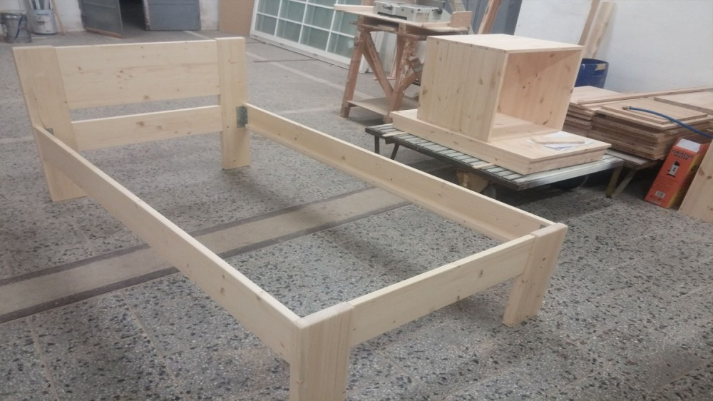 Masivní postel BRIGITA 100 x 200