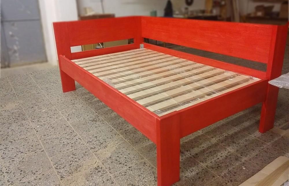 Masivní rohová  postel Eliška v rozměru 120 x 200 cm