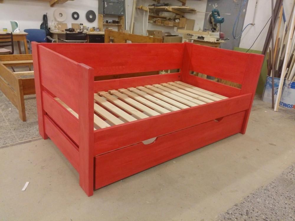 Buková postel Eliška v atypickém provedení do účka s úložným prostorem